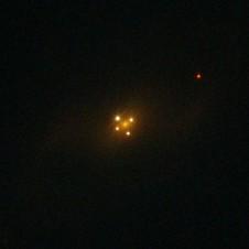 Einsteinkryss. Kilde: ESA/Hubble/NASA (http://en.wikipedia.org/wiki/File:UZC_J224030.2%2B032131.jpg)