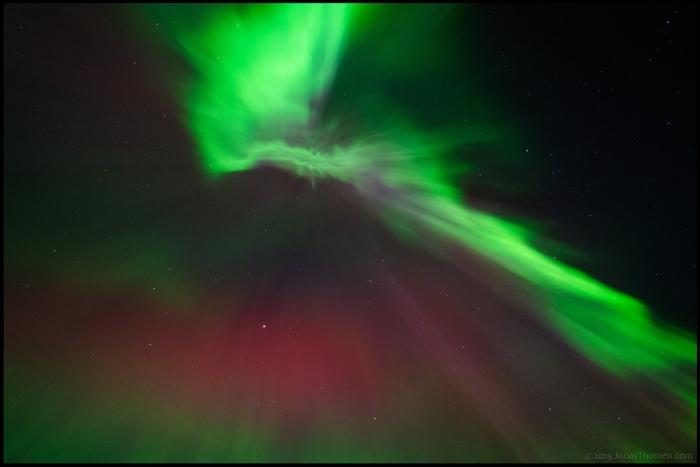 Ett av de kraftigaste geomagnetiska stormar vi haft de senaste decennierna är bakgrunden till denna syn. Foto: Jonas Thomén