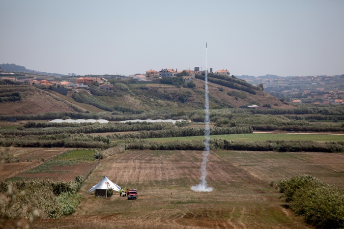 Lift Off! Två CanSats i gången skjuts upp till en höjd kring 1000 m. Credit: EsaEducation/ Dario