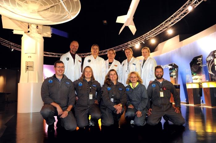"""Deltagare i """"Under Polarhimlen"""" 2015 efter kursfinal i Spaceship Aurora."""