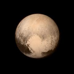 """Pluto fångad från från 768000 km av """"Long Range Reconnaissance Imager"""" (LORRI) på NASA's sond New Horizons spacecraft, 13:e juli 2015."""