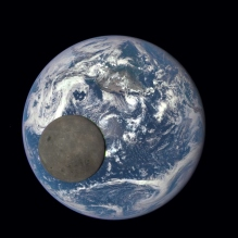 Jorden 16:e juli 2015, sedd från L1.  Credit: NASA/NOAA