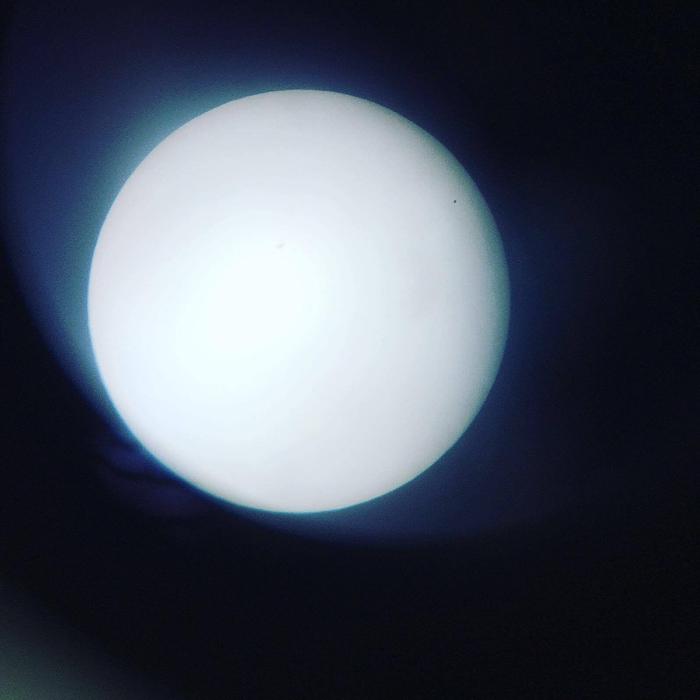 I Mattlidens skola, Esbo, Finland, hade Susanne Bergström-Nyberg placerat ett teleskop vid dörren. När skoldagen var slut var det världens naturligaste att ta sig en titt i teleskopet.