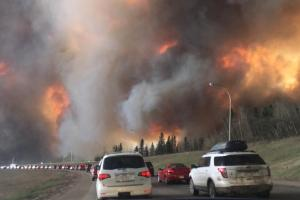 landscape_view_of_wildfire_near_highway_63_in_south_fort_mcmurray_cropped